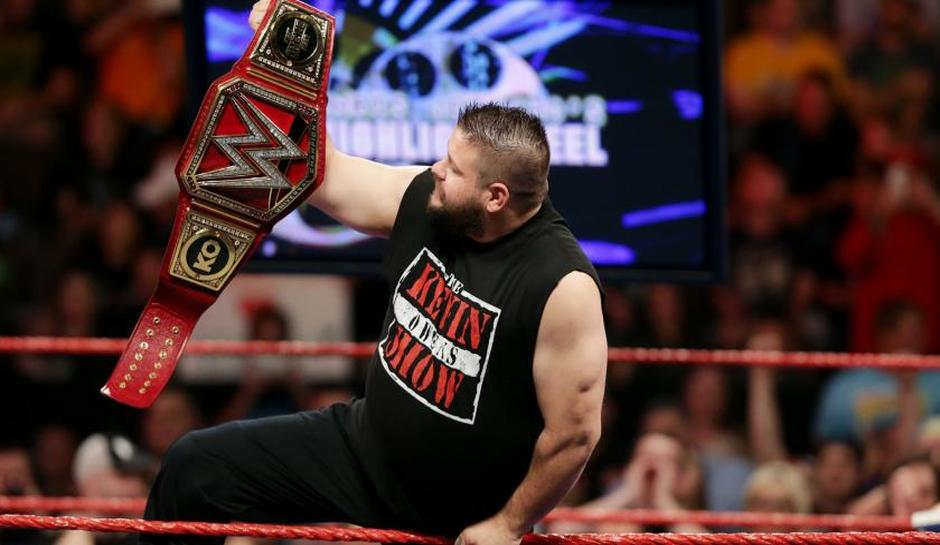 kevin-owens-defending-the-wwe-universal-championship-against-jericho-and-rollins